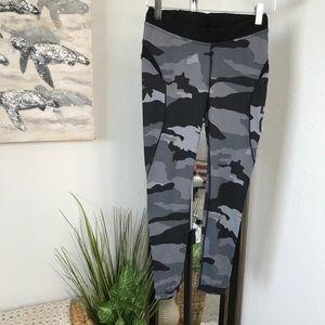Better Bodies Low Rise Grey Camo Leggings